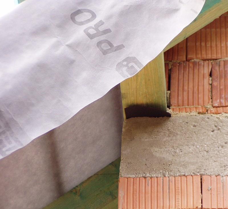 Materiál pojistných hydroizolací střech