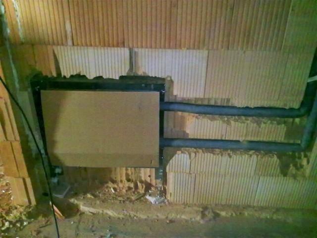 Osazení rozdělovače pro podlahové vytápění do stěny pod omítku