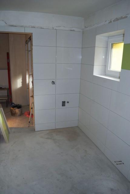 Průběh obkládání koupelny keramickým obkladem