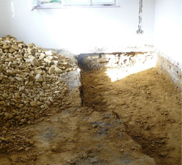Velkou část původního podkladu pod podlahami jsme vykopali