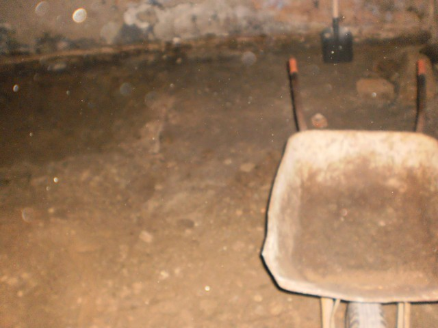Odstranění podkladních vrstev pod původní podlahou
