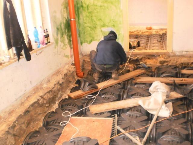Pokládka odvětrávacího podlahového systému pomocí tvarovek Iglú