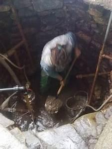 Čištění studny - vybírání bahna ze studny