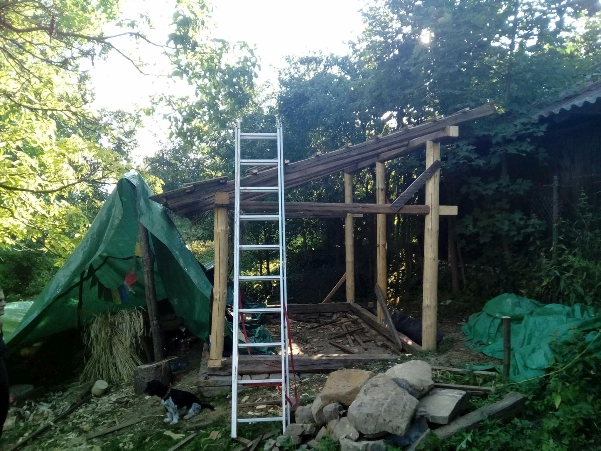Boční stěna dřevěné dílny