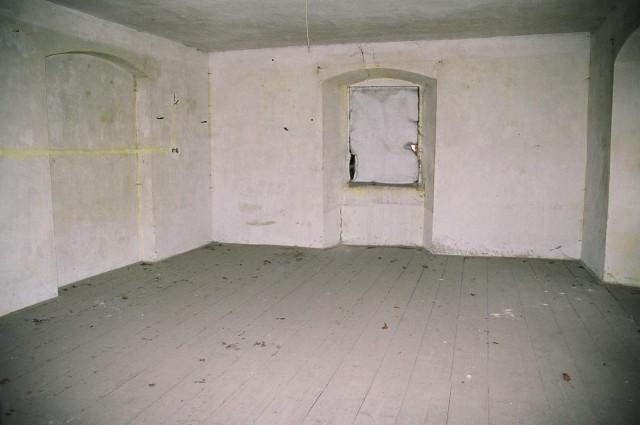 Renovace dřevěné podlahy před olejováním - původní stav